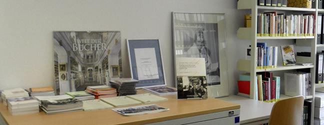 Zeigt den Medientisch: Empfohlene Bücher und Broschüren